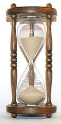 121px-Wooden_hourglass_3